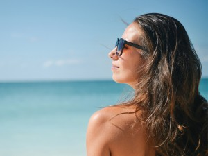 the-best-ways-to-keep-your-face-wrinkle-free-this-summer